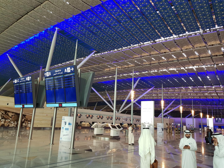 السعودية تبدأ تحصيل رسوم من مستخدمي مرافق المطارات في الرحلات الداخلية