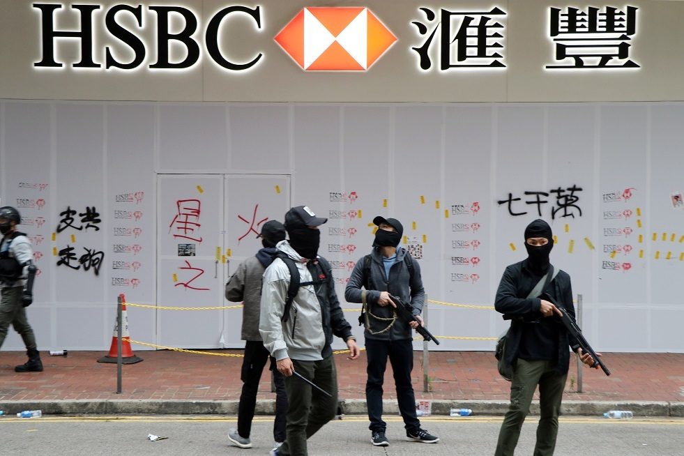 اعتقال المئات في هونغ كونغ خلال احتجاجات باليوم الأول من العام الجديد