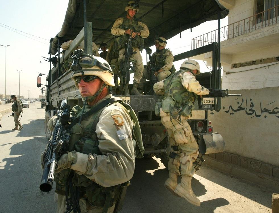 بالصور.. القوات المظلية الأمريكية تتوجه لتأمين السفارة في بغداد
