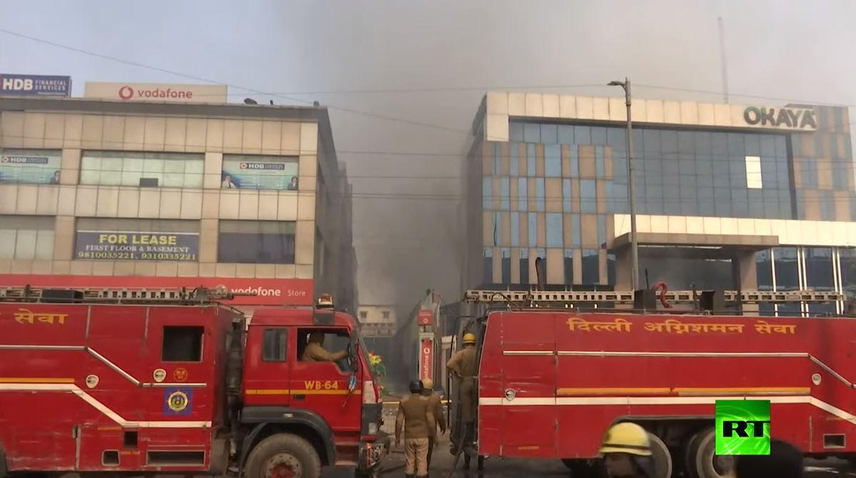 انهيار مصنع ملتهب على رؤوس رجال إطفاء في الهند