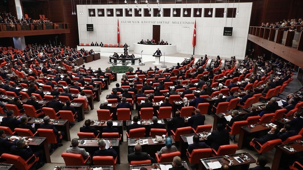 البرلمان التركي يقرّ بالأغلبية مذكرة إرسال قوات تركية إلى ليبيا