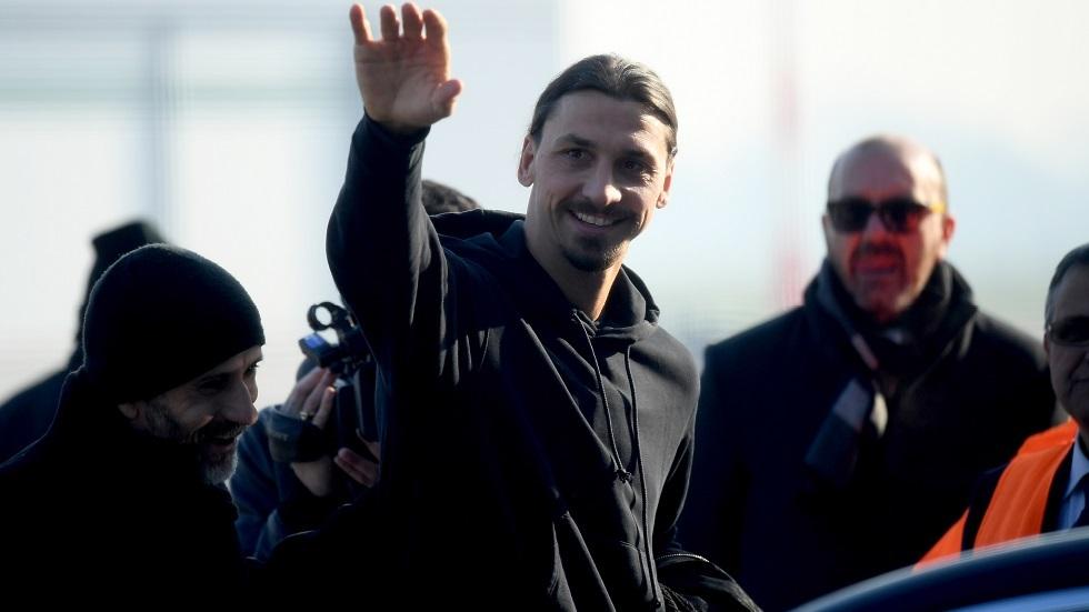 إبراهيموفيتش يحط الرحال في ميلان وسط استقبال جماهيري (فيديو)