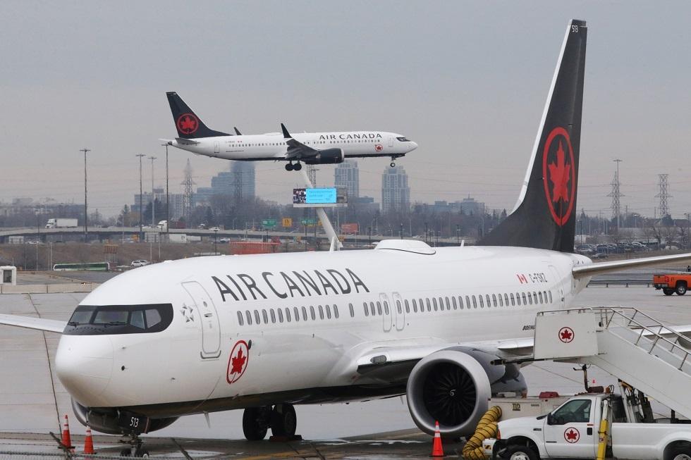 كندا.. اصطدام طائرتين في مطار تورونتو (فيديو)