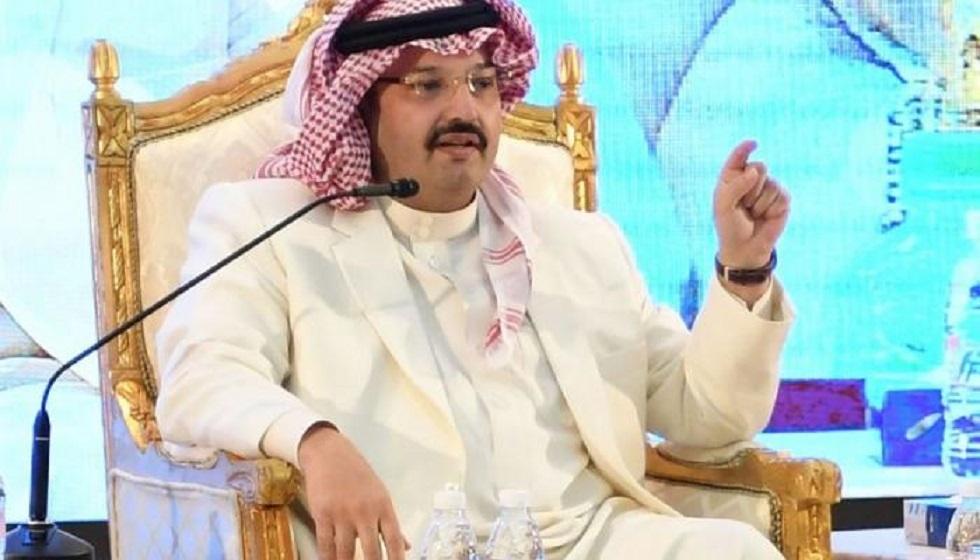 أمير سعودي يعين فتاة متلعثمة في منطقته ليسمع صوتها طوال السنة (فيديو)