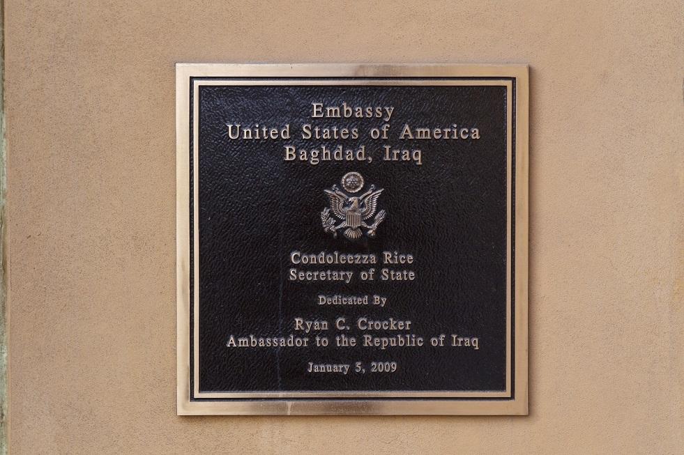 رويترز: السفارة الأمريكية في بغداد تطلب من رعاياها مغادرة العراق فورا
