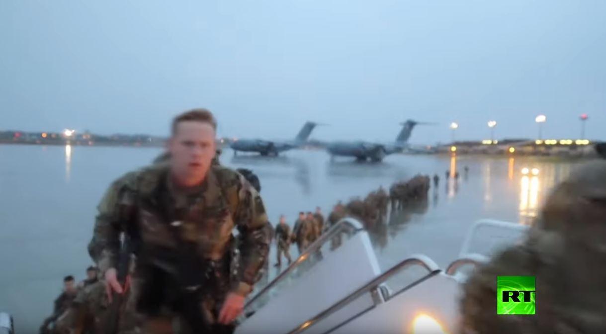 جنود أمريكيون من اللواء 82 يتجهون إلى الكويت