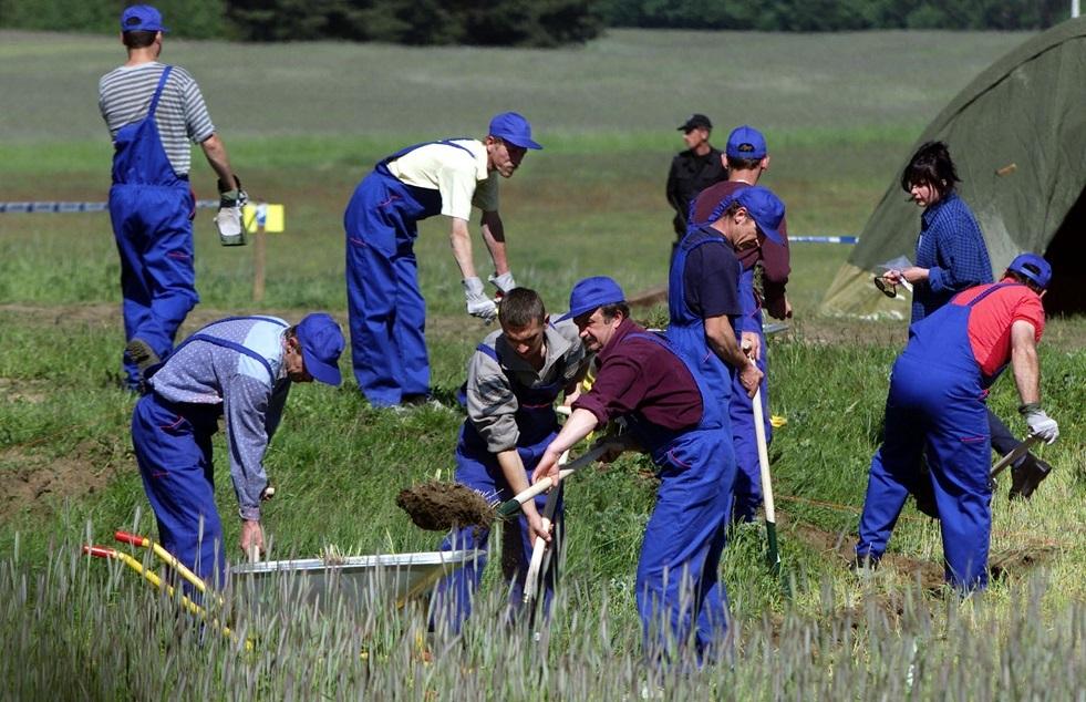 البحث عن مقبرة جماعية في بولندا