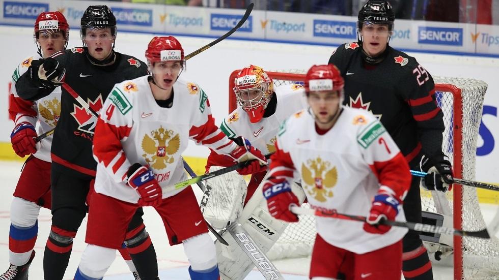روسيا تكتفي بفضية كأس العالم لهوكي الجليد للشباب بعد خسارتها في النهائي أمام كندا (فيديو)