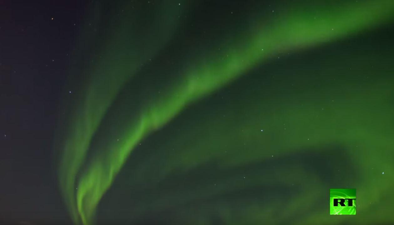 شفق قطبي يضيء شمال روسيا