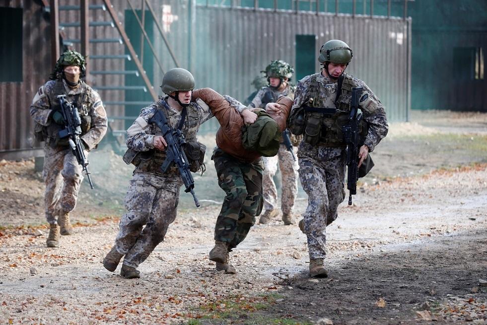 لاتفيا: سنسحب قوتنا من العراق إذا طلبت حكومته ذلك
