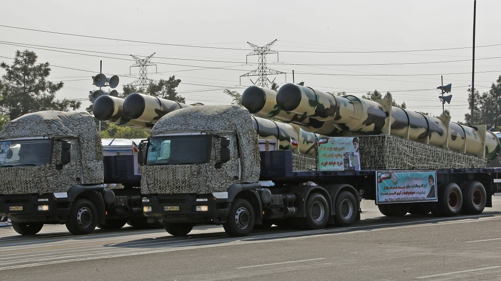 مصدر إيراني لـRT: الصاروخان اللذان انحرفا عن قاعدة