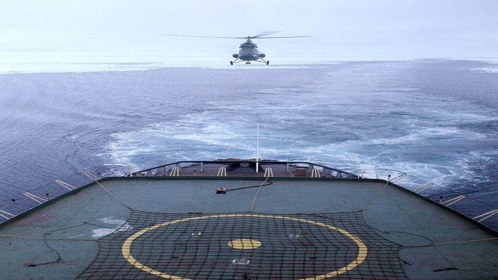 فيديو مذهل لمروحية روسية تحط على متن فرقاطة في عرض البحر