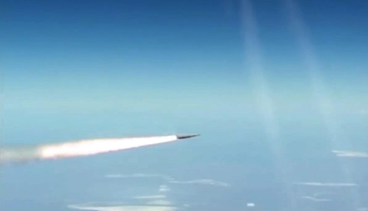 بوتين يطلع على إطلاق صاروخ
