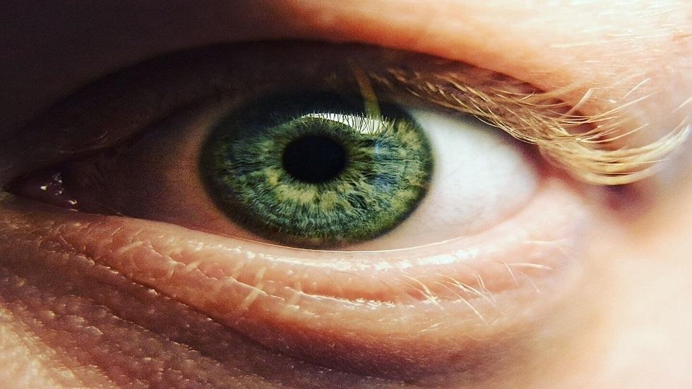 رصد ظاهرة غريبة لوميض ضوئي من عيون الإنسان لأول مرة (صورة)
