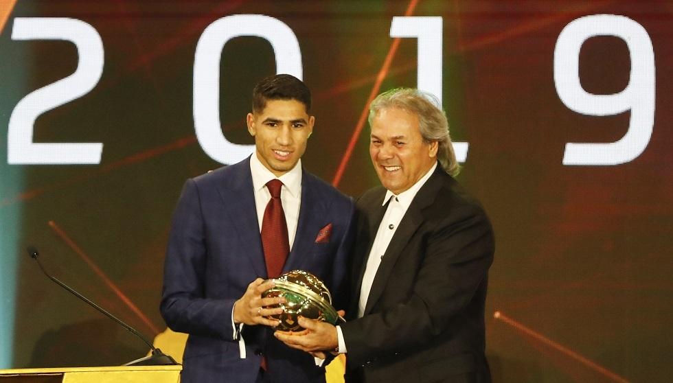 تقارير.. بند سري في عقد المغربي حكيمي قد يبقيه في دورتموند