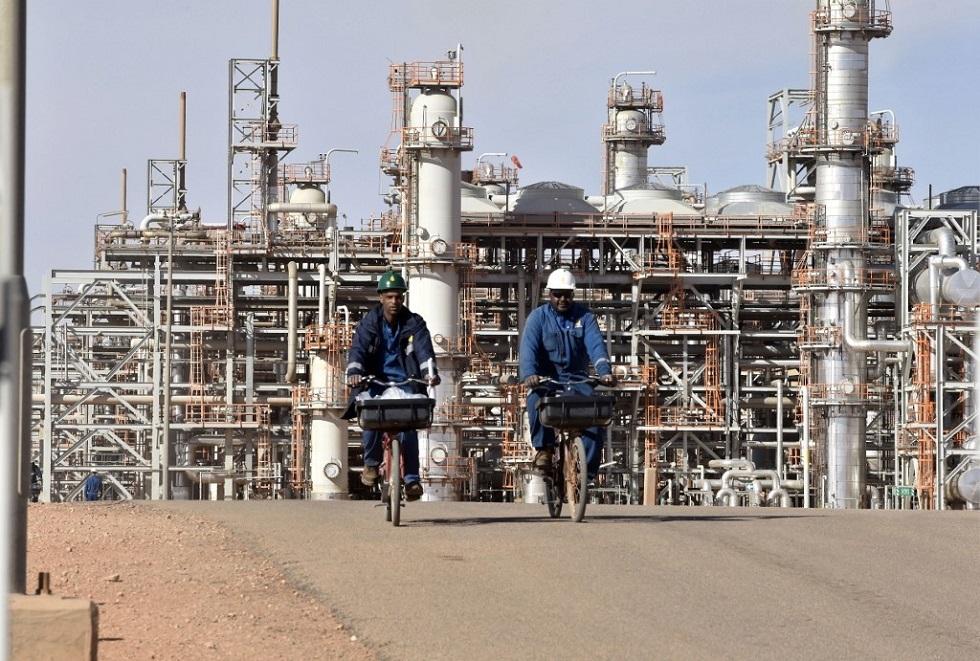 الجزائر.. توقيع اتفاق إنجاز مصنع لتكرير البترول بنحو 4 مليارات دولار