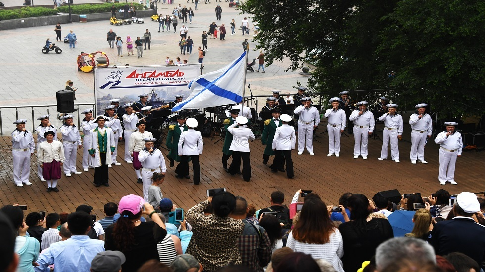 فرقة الغناء والرقص العسكرية لأسطول المحيط الهادئ تحتفل بعيد ميلادها الـ80