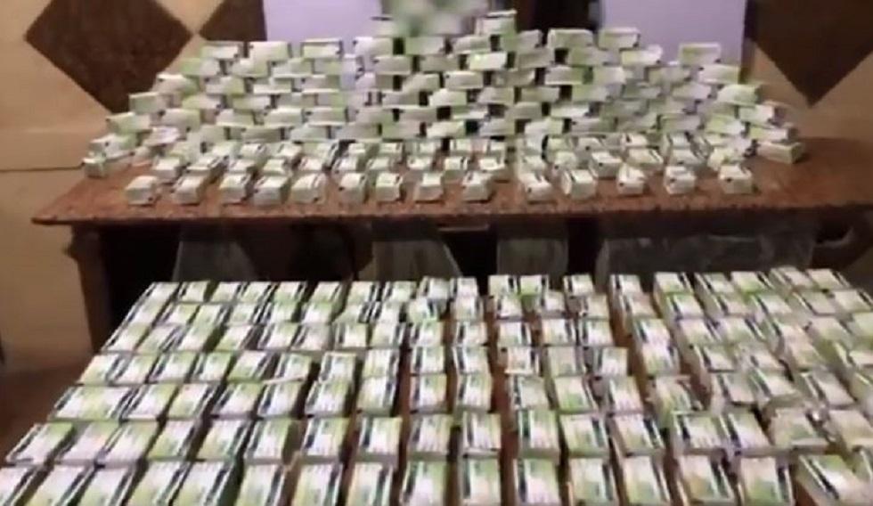 مصر.. القبض على مشتبه به بحوزته 40 ألف قرص مخدر (فيديو)
