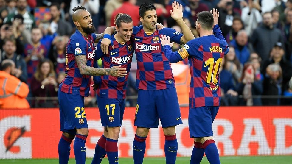 متاعب برشلونة تتفاقم.. مهاجم الفريق قد يخضع لجراحة عاجلة في الركبة