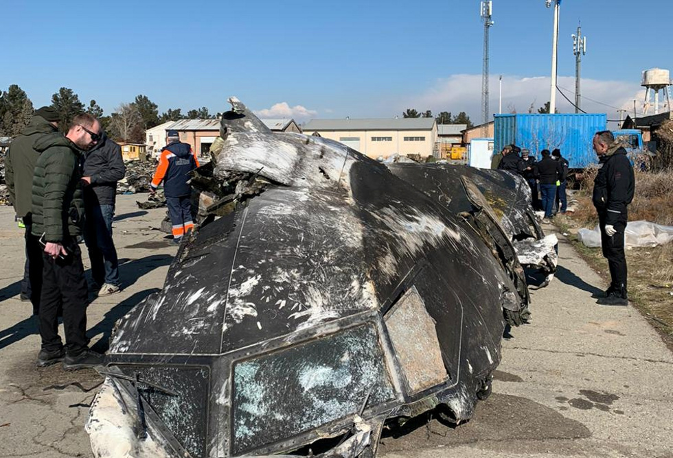 الاستخبارات الأوكرانية ترجح إصابة الطائرة المنكوبة في إيران بصاروخ أطلق يدويا