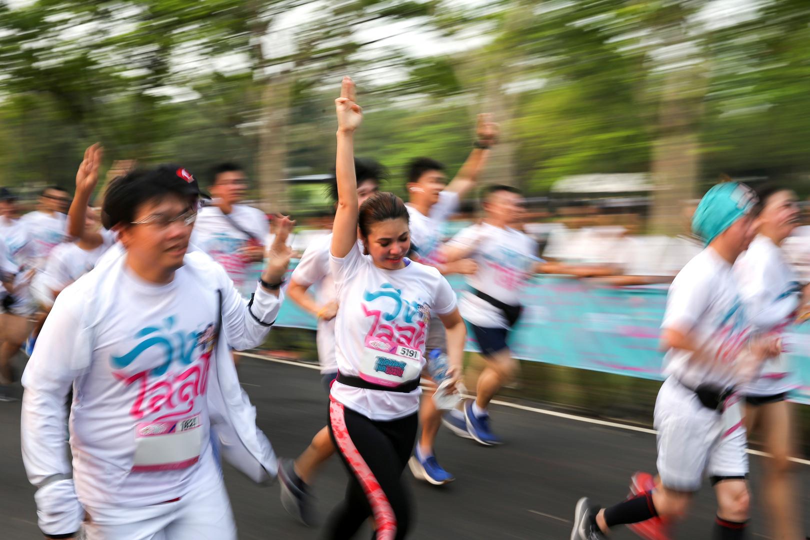 التايلانديون يشاركون في مهرجان للركض مناهض للحكومة (صور)