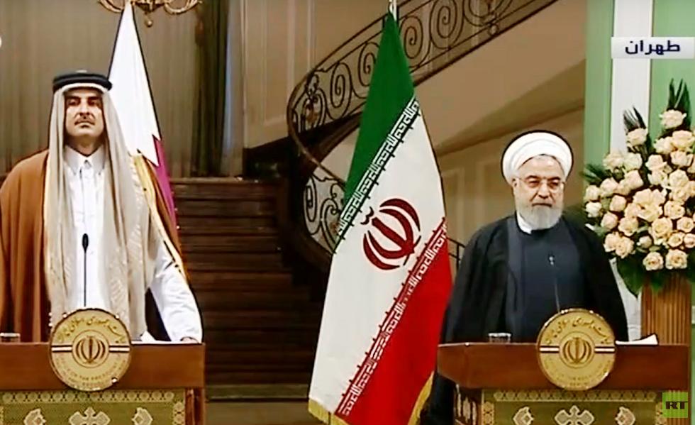 الرئيس الإيراني خلال مؤتمر مع أمير قطر