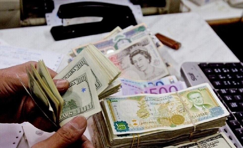 لأول مرة في تاريخها .. الليرة السورية تكسر حاجز الألف أمام الدولار