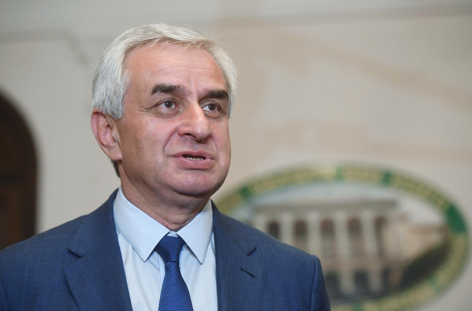 رئيس أبخازيا يستقيل من منصبه