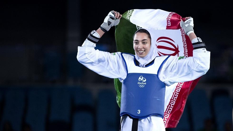 اللاعبة الإيرانية الوحيدة الفائزة بميدالية أولمبية تعلن رحيلها عن بلدها هربا من
