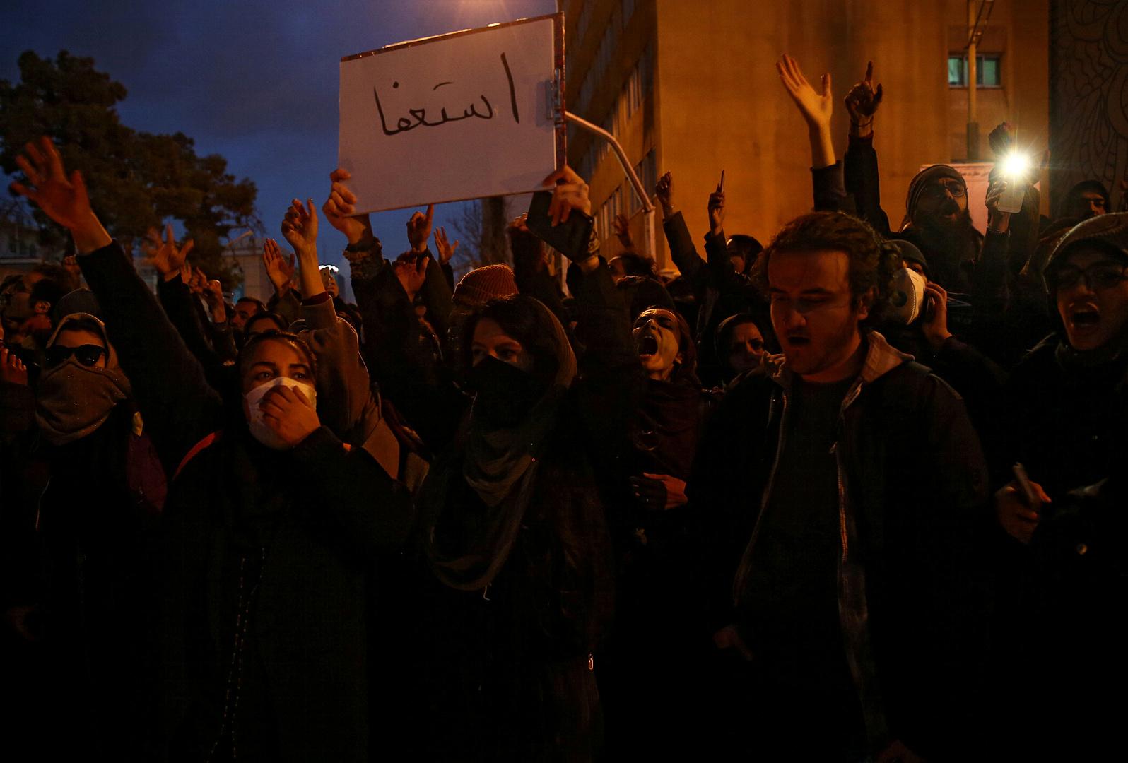 شرطة طهران تنفي إطلاق النار على متظاهرين: نتعامل معهم بصبر وتسامح