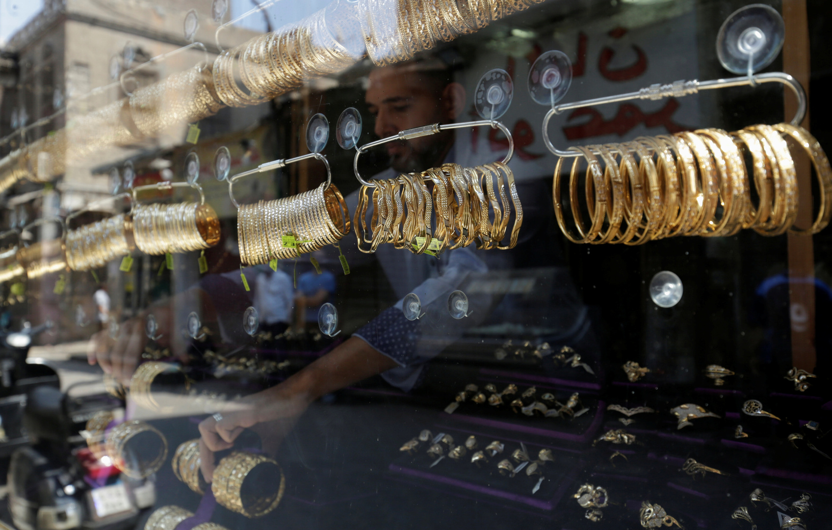الذهب يتراجع بشكل مفاجئ في مصر خلال دقائق
