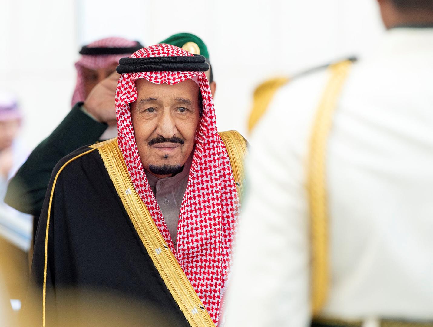 الملك سلمان يتوجه إلى سلطنة عمان ومحمد بن سلمان يتولى إدارة شؤون المملكة