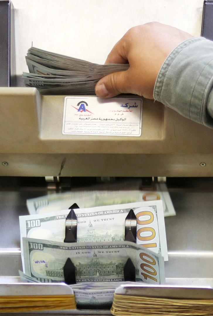 الدولار ينخفض بشكل كبير في مصر