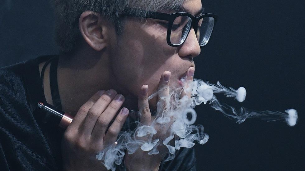 التدخين قد يؤدي إلى الجنون
