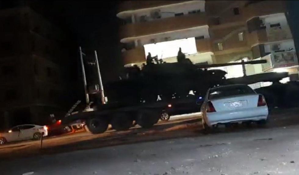الجيش السوداني يدخل دبابات إلى حي كافوري بالخرطوم وأنباء عن إطلاق نار كثيف (فيديو)