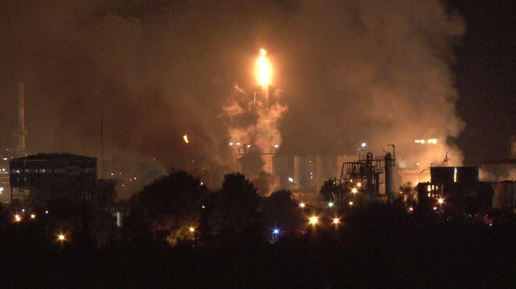 لحظة انفجار هائل في مصنع للبتروكيميائيات في كاتالونيا