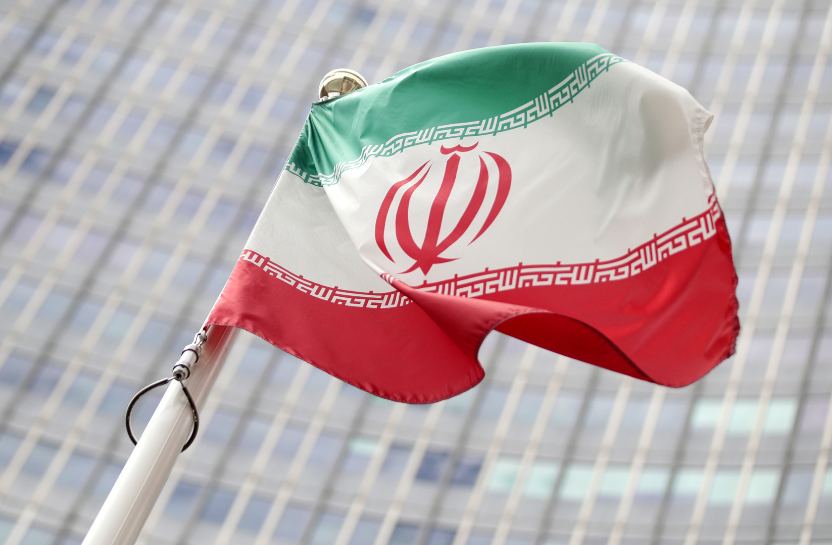 العلم الإيراني قبالة مقر الوكالة الدولية للطاقة الذرية