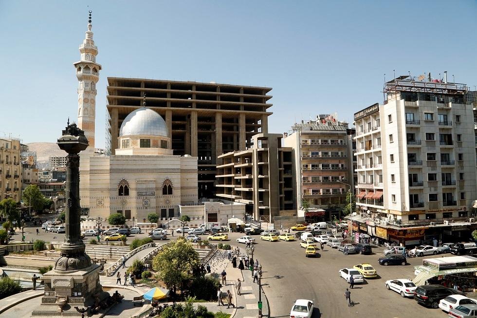 سوريا... أحدث قضايا النصب: خدع الناس بصور وعلاقات وهمية بمسؤولين ومشاهير