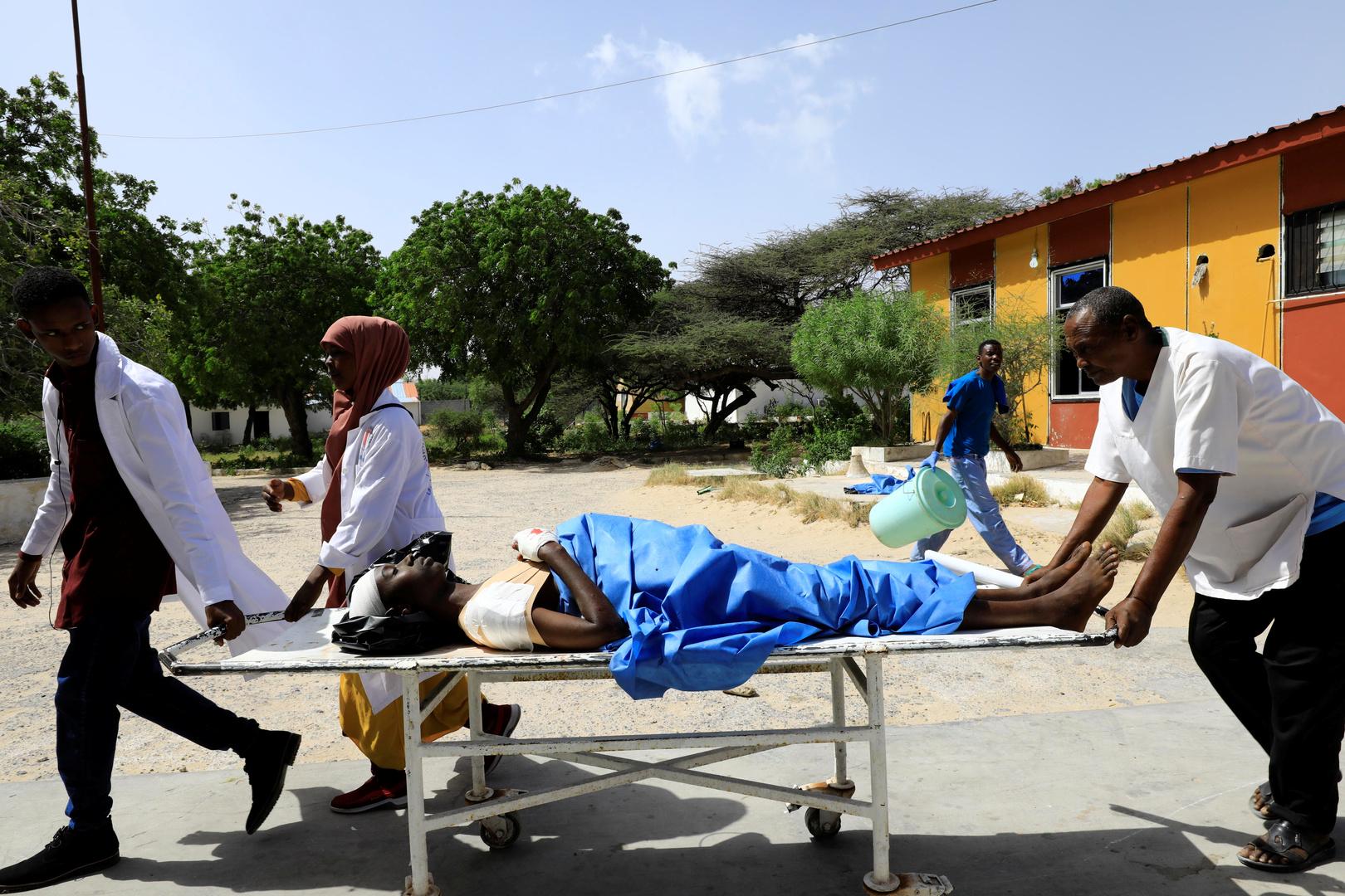 قتلى وجرحى بينهم أتراك بتفجير انتحاري في الصومال