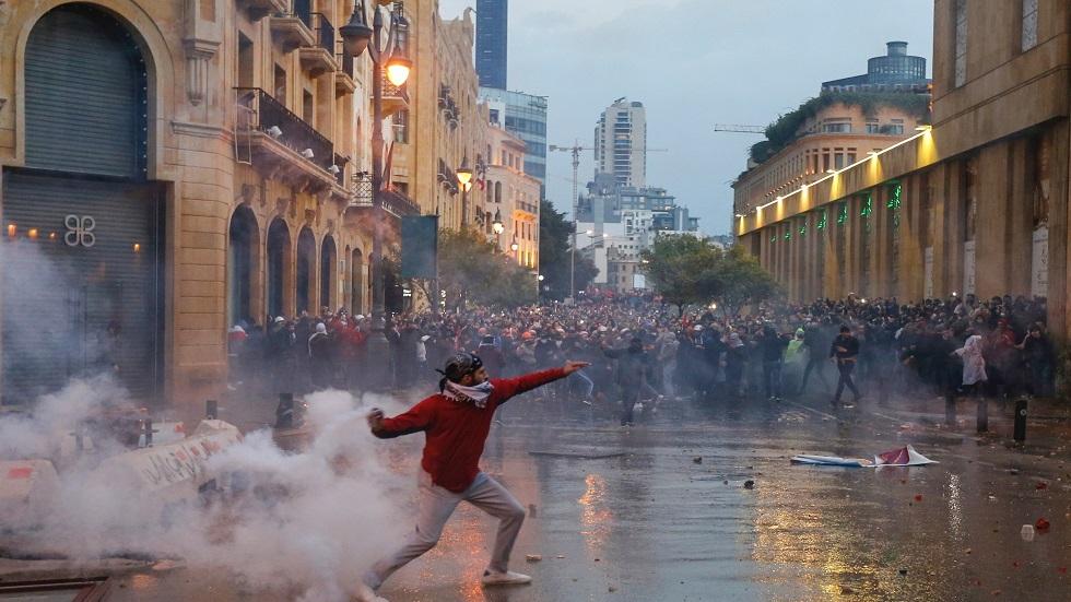 عون يدعو الأمن لحماية المتظاهرين والحريري يحذر من عواقب وخيمة