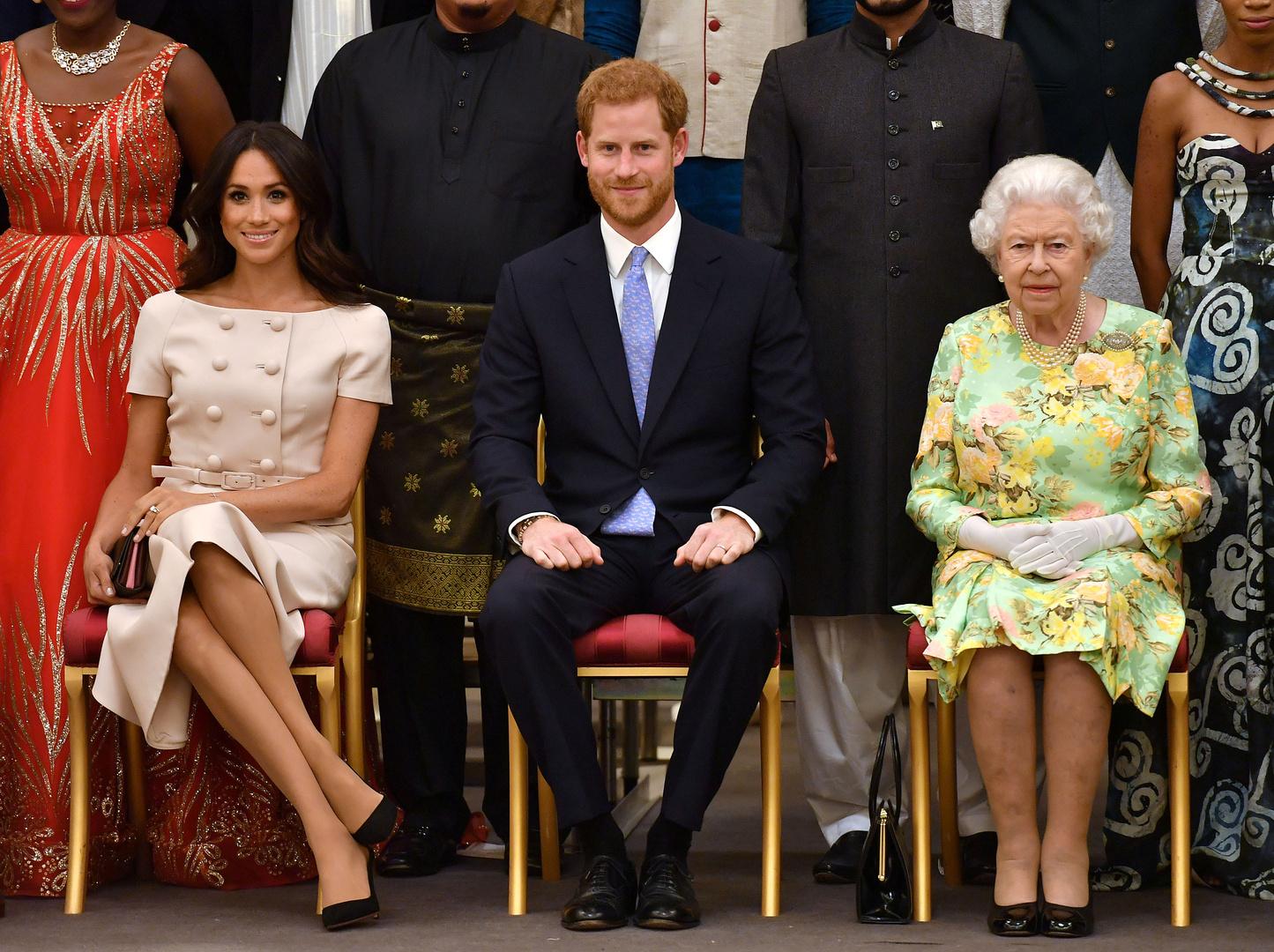 الملكة إليزابيث تعلن تجريد الأمير هاري وزوجته الألقاب الملكية