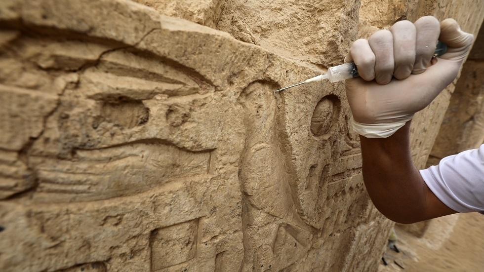 عامل مصري يكتشف معبدا فرعونيا في منزله ويخفي الأمر عن السلطات