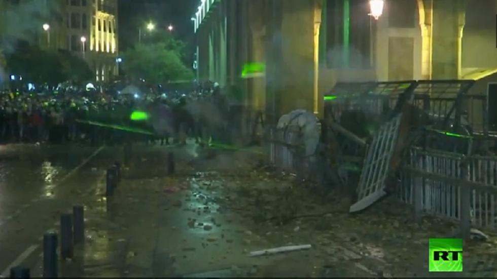 تجدد المواجهات بين المحتجين وأجهزة الأمن وسط بيروت