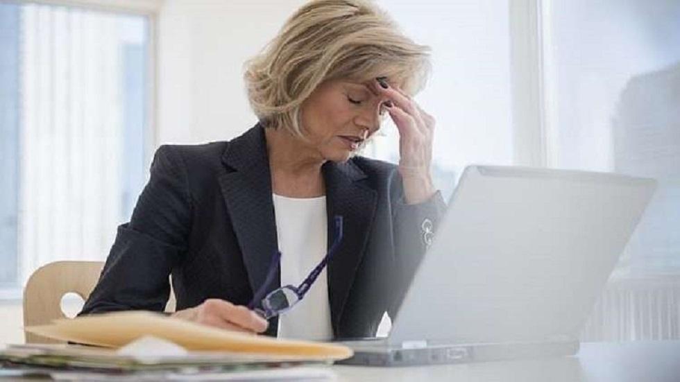 انقطاع الطمث المبكر يهدد بمخاطر مزمنة مع تقدم العمر