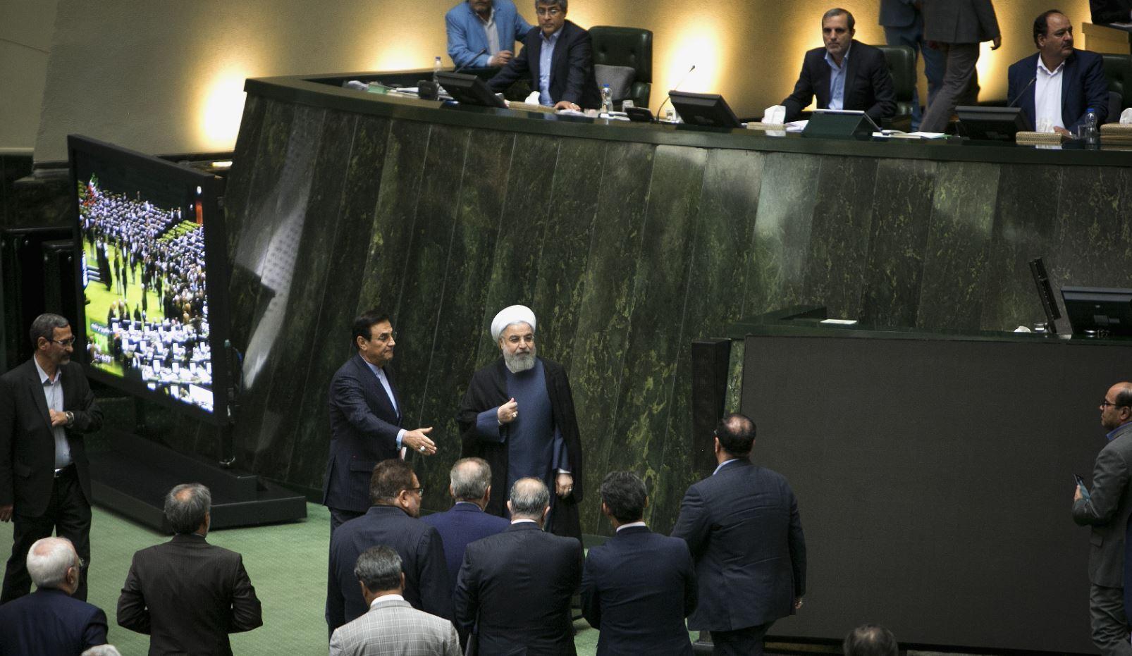 ينظفون البرلمان الإيراني من الإصلاحيين