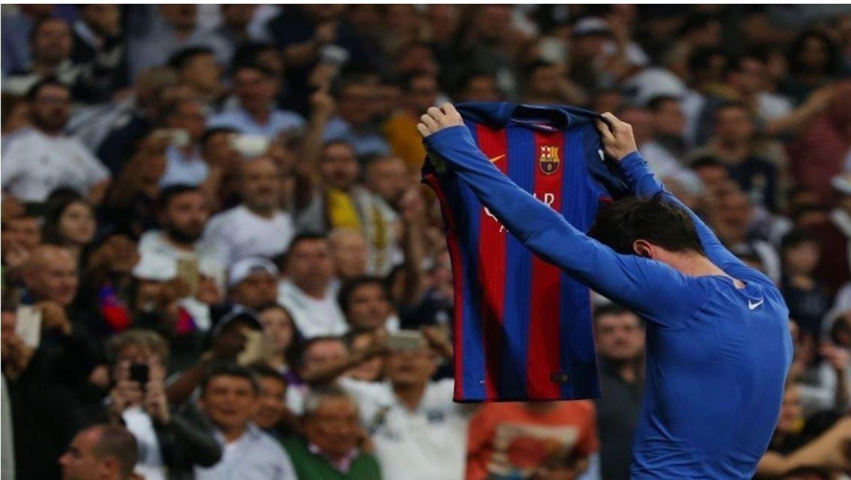 لماذا ينال اللاعبون الإنذار حال احتفالهم بالأهداف بخلع القميص (صور وفيديو)