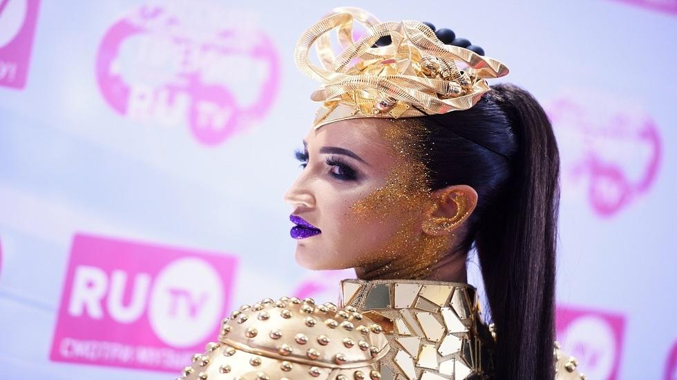 مغنية روسية تحطم رقما قياسيا بعدد المشتركين في حسابها على