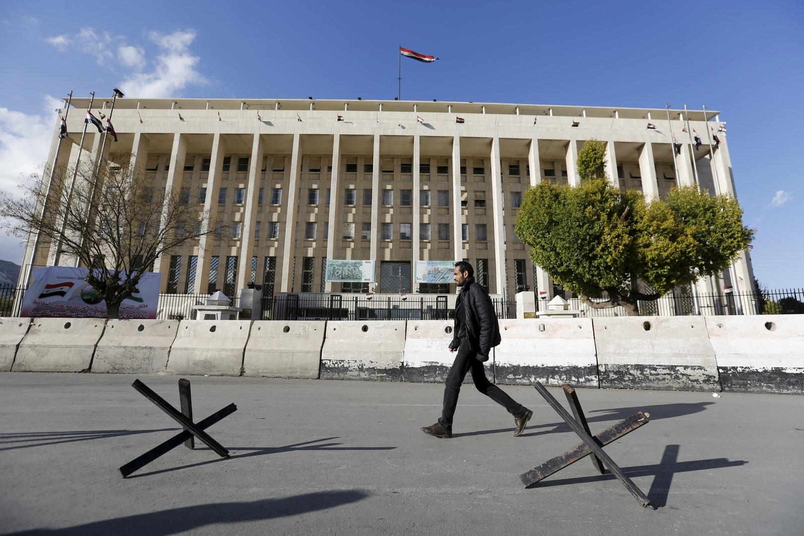 وصف السوري بطائر الفينيق .. حاكم المركزي: الوضع أفضل مما يتوقع البعض .. ونتائج إيجابية ستظهر