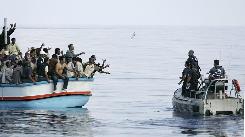 قارب لمهاجرين غير نظاميين -أرشيف-