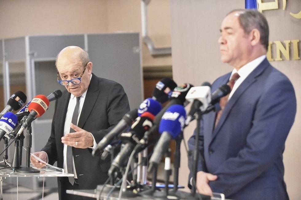 وزير الخارجية الفرنسي جان إيف لو دريان ونظيره الجزائري صبري بوقادوم